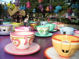 Spinning-tea-cup-ride-disneyland-resort-14066413-800-600